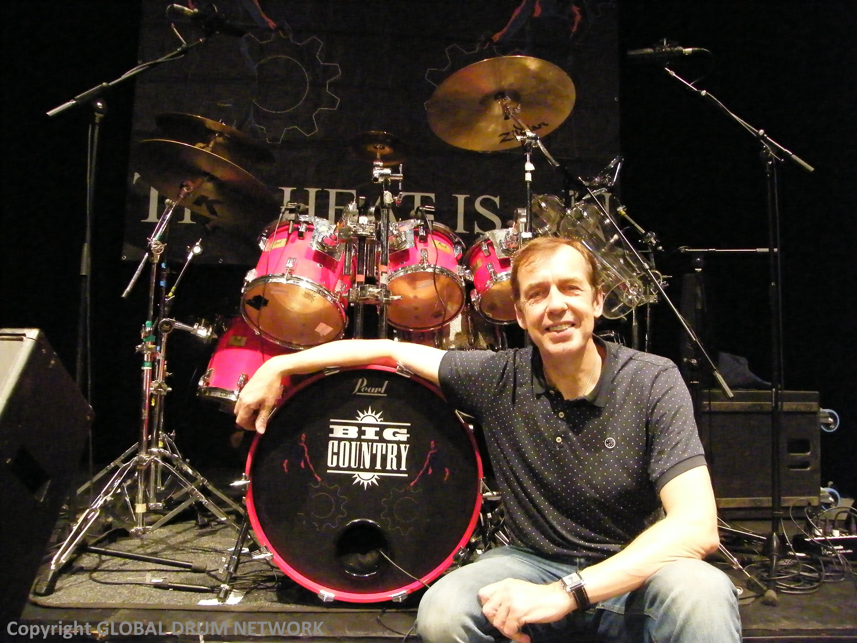 Nice kit, Mister! In fact, the original Maple/Fibreglass kit on which MARK BRZEZECKI recorded 'Steeltown' with Big Country in 1984! - The brilliant MARK BRZEZECKI (Big country) - Global Drum Network Episode 9